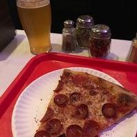 3/30/2018 tarihinde Samuel B.ziyaretçi tarafından Scarr's Pizza'de çekilen fotoğraf