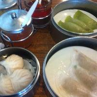 2/26/2013 tarihinde Cortney M.ziyaretçi tarafından Kon Chau'de çekilen fotoğraf