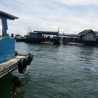 Photo taken at Pelabuhan speedboat kampung baru by Tri Y. on 8/3/2014