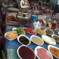 Photo taken at Hüsnü Et Balık Mangal Kahvaltı by İlknur Ö. on 8/13/2013