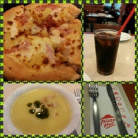 Photo taken at Pizza Hut by jessica d. on 1/16/2013