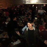Foto scattata a JR's Bar & Grill da Todd T. il 11/17/2012