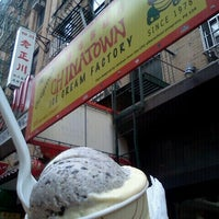 Photo taken at The Original Chinatown Ice Cream Factory by Angela W. on 9/29/2012