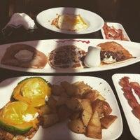 Foto scattata a Breakfast Republic da Jonathan D. il 8/13/2015