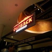 Foto tirada no(a) Outback Steakhouse por Eduardo Henrique G. em 3/14/2013