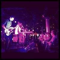 12/9/2012 tarihinde Katerynaziyaretçi tarafından Paradise Rock Club'de çekilen fotoğraf