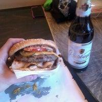 Das Foto wurde bei Burgermeister von Alexandre A. am 2/22/2013 aufgenommen