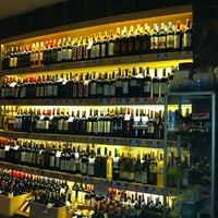 10/17/2012 tarihinde Sevkiziyaretçi tarafından Sensus Şarap & Peynir Butiği'de çekilen fotoğraf