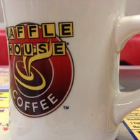Photo taken at Waffle House by Mai on 12/14/2013