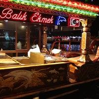 2/2/2013 tarihinde Sercanziyaretçi tarafından Tarihi Eminönü Balık Ekmek'de çekilen fotoğraf