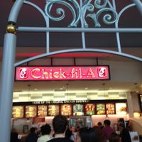 Photo taken at Chick-fil-A Menlo Park Mall by PapiCaine M. on 10/20/2012