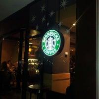 Снимок сделан в Starbucks пользователем Ruben M. 11/17/2012