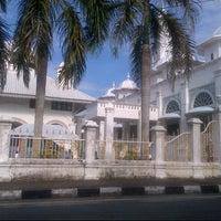 Photo taken at Masjid Abidin (Masjid Putih) by Nor Azhar A. on 6/9/2013