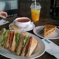 Photo taken at O'Briens Irish Sandwich Bar by Hon Yun Chong on 9/11/2011