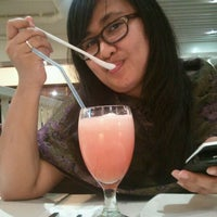 Photo taken at Pizza Hut by Akmal H. on 4/8/2012