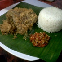 Photo taken at Bebek Kremes Sambal Gledek by Ade R. on 1/29/2012