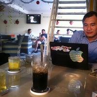 Photo taken at Cafe Bảo Trân 3 by Quốc Dân on 12/11/2012