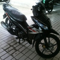Photo taken at CV. MITRA JAYA - dealer resmi HONDA by Eday Y. on 4/13/2013
