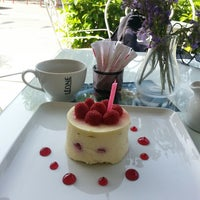 Das Foto wurde bei Léone Patisserie & Boulangerie von Asli G. am 5/21/2013 aufgenommen