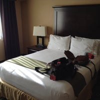 Снимок сделан в Holiday Inn Express & Suites пользователем Yulia 6/22/2014