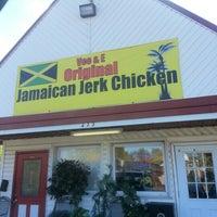 Photo taken at Vee & E Original Jamaican Jerk Chicken by Kerry S. on 10/20/2012