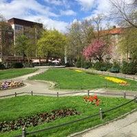 Das Foto wurde bei Ludwigkirchplatz von Cornell P. am 4/19/2016 aufgenommen