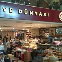 6/1/2013 tarihinde Ugur A.ziyaretçi tarafından Kahve Dünyası'de çekilen fotoğraf