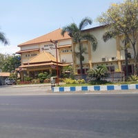 Foto diambil di Bromo View Hotel & Restaurant oleh Yahudha C. pada 11/4/2014