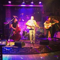 Foto scattata a Glastonberry Pub da Ant il 4/27/2013