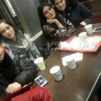 Das Foto wurde bei McDonald's von Özge Z. am 2/13/2016 aufgenommen