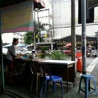 Photo taken at ลูกชิ้นหน้าแสงทอง by Napat N. on 1/3/2013