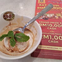 Photo taken at OldTown White Coffee by Nisandra H. on 1/6/2017