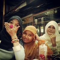 Photo taken at Kantin Fakultas Hukum Unsyiah by Sheidatikiky on 9/29/2012