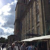 Foto scattata a Flohmarkt am Rathaus Schöneberg da Mademoiselle C. il 9/26/2015