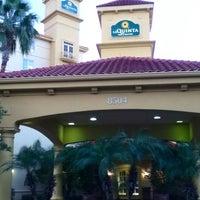 Photo taken at La Quinta Inn Orlando International Drive by Juliana P. on 10/16/2012