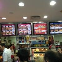 Photo prise au Burger King par Ahmet A. le8/31/2013