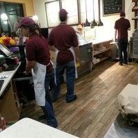 Foto scattata a Pete's Pizzeria & Bakehouse da Tom M. il 10/27/2012