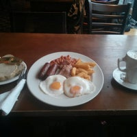 Photo taken at The Great Central (Wetherspoon) by Gurvz M. on 2/3/2013