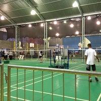 Photo taken at Neusa Basseto Badminton by Bruna on 4/6/2013