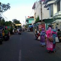Photo taken at Kampoeng Ramadhan Jogokaryan by Lala R. on 7/27/2013