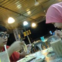 Photo taken at Restoran Pak Tam by izwan z. on 11/29/2013