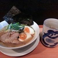 Photo taken at Yokohama Iekei Ramen DARUMAYA by Venna L. on 3/7/2013