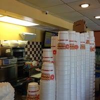 6/15/2013にRon F.がGourmet donutsで撮った写真