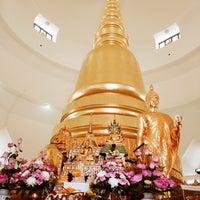 Photo taken at พระเจดีย์ศรีมหาธาตุ by 🌴🌷PA-Double-D#19🌷🌴 on 3/30/2014