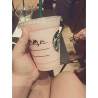 Foto tirada no(a) Starbucks por Gha I. em 10/27/2013