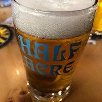 รูปภาพถ่ายที่ Half Acre Beer Company Balmoral Tap Room & Barden โดย Nick H. เมื่อ 4/27/2018