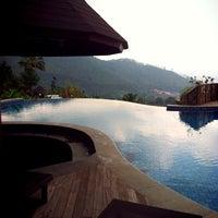 Photo taken at Jambuluwuk Batu Resort by Raisha R. on 4/14/2013