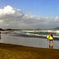 Photo taken at Praia Norte de Itapirubá by Fernando P. on 2/7/2013