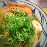 Photo taken at 丸亀製麺 みらい長崎ココウォーク店 by Kaoru I. on 11/5/2012