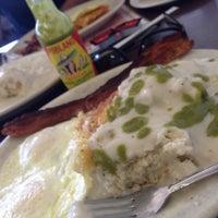 Foto diambil di Jerry Bobs Resturant oleh Highern C. pada 8/8/2014